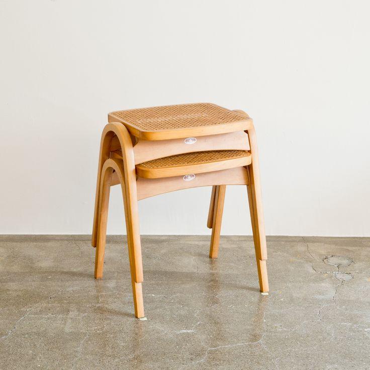 剣持勇がデザインした秋田木工のスタッキングスツールNo.202。希少な籐座面のタイプです