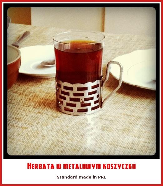 PRL.Herbata w metalowym koszyczku