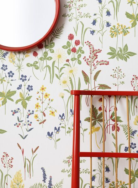 Pretty floral wallpaper for a girl's room(Linnea - Sandberg Tyg & Tapet)