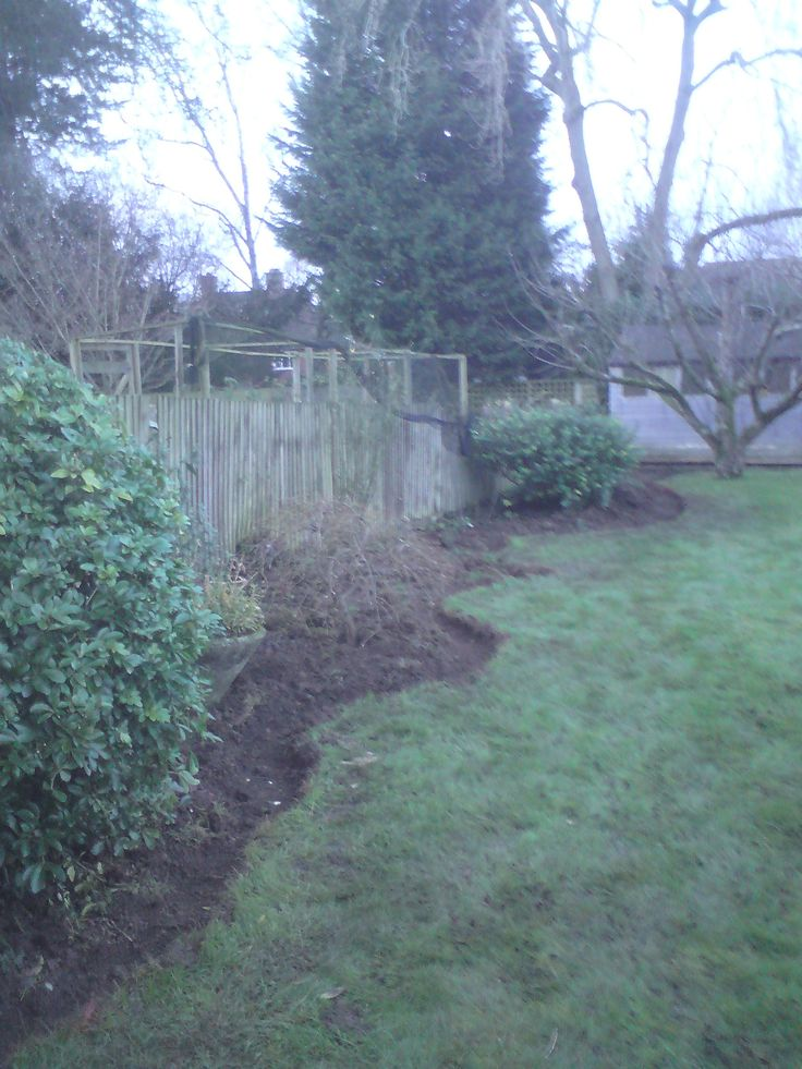 Recent gardening projects High Wycombe – creating landscaping border  This job was done few days ago in medium sized back garden at property in High Wycombe. It is a part of bigger landscaping project, the first stage is creating a nicely curved landscaping border. This is how it looked like before the job  …