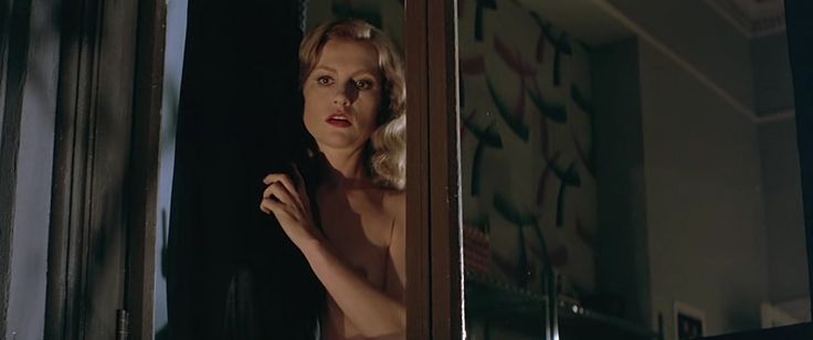 Isabelle Huppert, Elizabeth McGovern naked