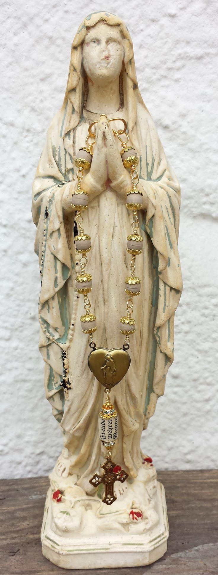 mother mary statue with blessed car rosary from scented jasmin and worship praying beads! Auto- Talisman- Gute Fahrt- Glücksbringer, gold mit echten Jasminperlen aus Jerusalem und Gebetsperle