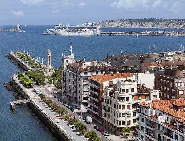 Getxo, Euskadi excursión de 1 dia junto Portugalete. Edificios preciosos, playas y puerto con un paseo precioso y unas vistas que quitan el hipo. Podeis llegar a través del puente colgante ya sea en coche o caminando  TIPO ACTIVIDAD: excursión / cultural