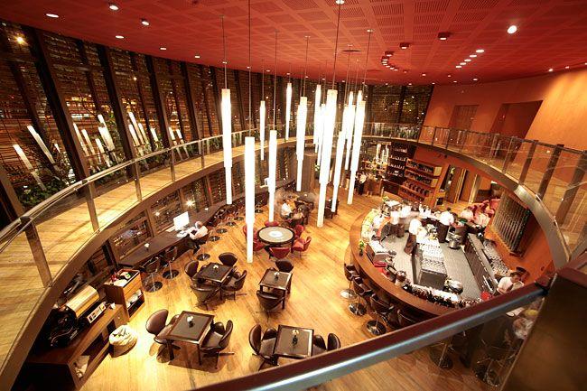 Café Octavio Sao Paulo - ponto de encontro de executivos nos fins de tarde.