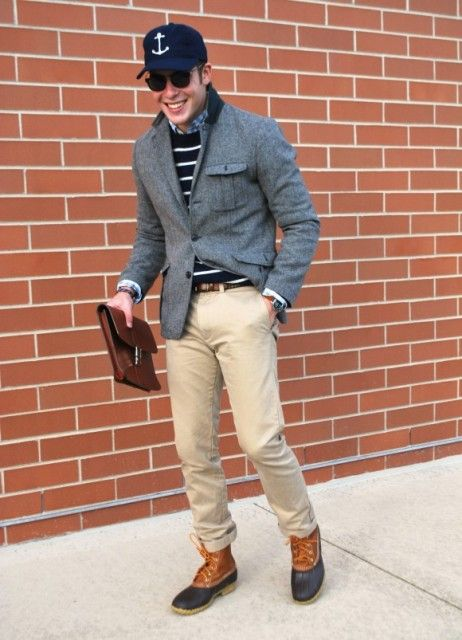 cd8076dfb4e6e5 With striped sweater, camel pants, leather belt, tweed jacket and cap