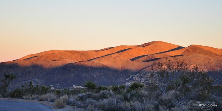Закат в пустыне  #allclimb #sunset #desert #hills #shadow #California
