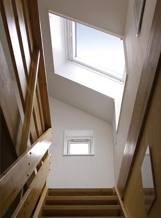 Treppenhaus mit VELUX Schwingfenster GGU