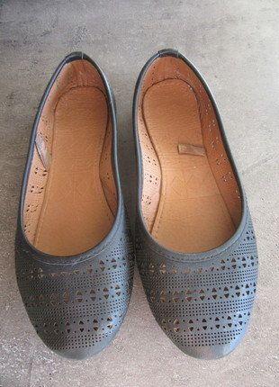 À vendre sur #vintedfrance ! http://www.vinted.fr/chaussures-femmes/ballerines-and-slippers/30322899-ballerines-noires-motif-azteque