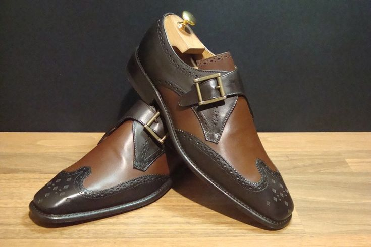BALTIMORA  #scarpe accessoriate con #fibbie. Sono careatterizzare da un tono bicolore tono su tono
