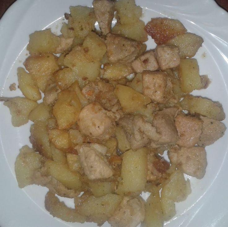 A pirított sertéshús és a sült krumpli találkozása a brassói aprópecsenyében. http://receptek365.info/sertes-etelek/brassoi-apropecsenye/