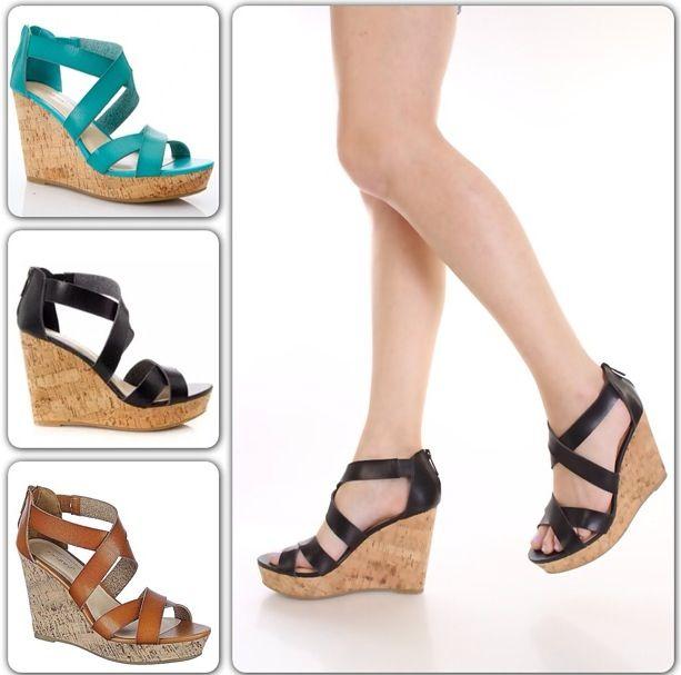 Unos zapatos con tacón corrido te brindarán más confianza y comodidad al caminar. Estos zapatos funcionan perfecto para aquellas amigas bajitas que quieren siempre lucir un poco más de altura pero que no están dispuestas a sufrir los tacones. ¡Ven por tu par de zapato corrido y luce con muchísimo estilo!