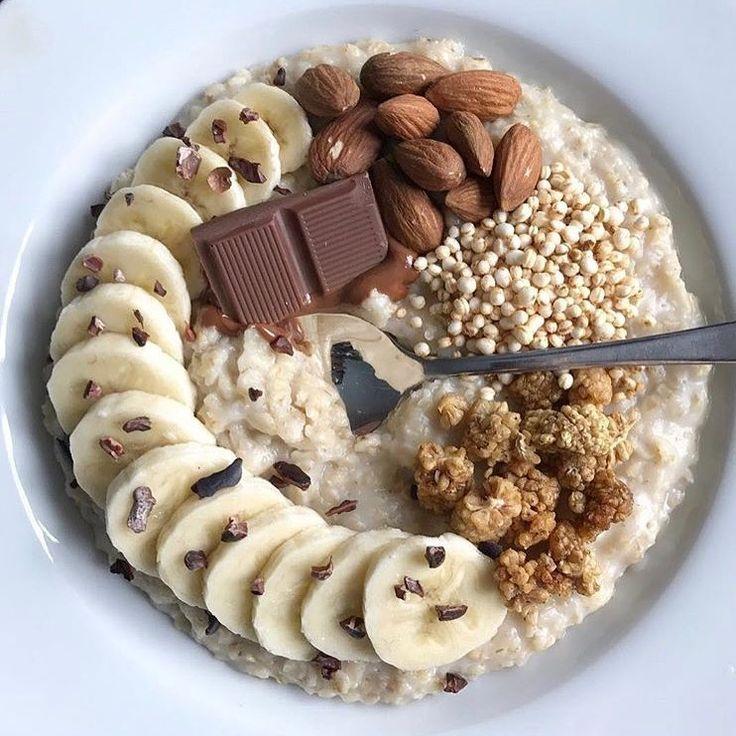 """579 To se mi líbí, 10 komentářů – Livegan 🌿 (@livegan.ca) na Instagramu: """"Who likes chocolate for breakfast??? 🍫 #vegan smartly prepared by @veganpumpkins"""""""