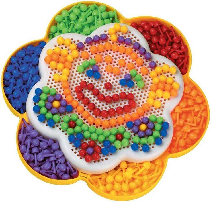 Il gioco dei chiodini è un gioco educativo che aiuta nella fase della crescita e dell'apprendimento dei bambini, basato sulla semplicità e sulla creatività.