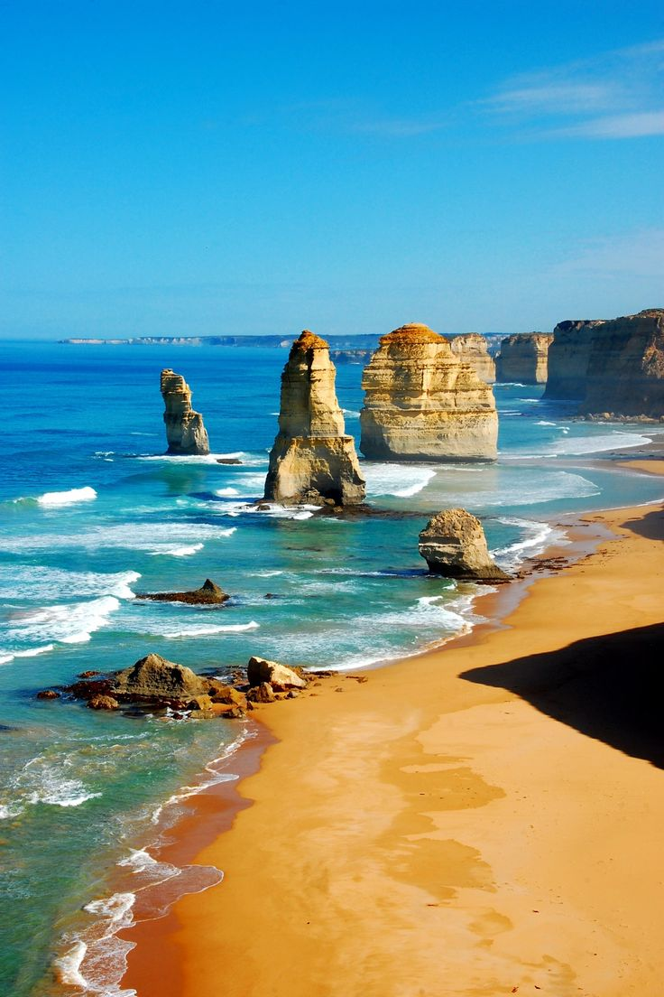 Discover the Great Ocean Road from Melbourne on this day trip by coach that…