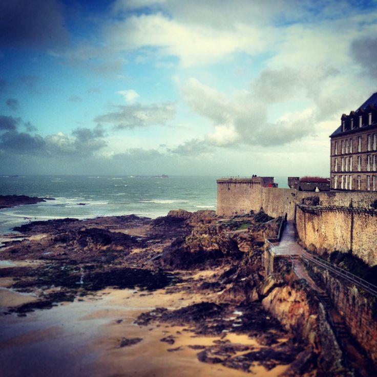 Les remparts de Saint-Malo, Bretagne (France) photography by: E.R.P. Elschott (Avenue '86 - creative design workshop) #remparts #fortification #stadsmuur #saintmalo #worldheritage #bretagne #brittany #breizh #france #storm #coast #cote #sea #mer