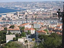 En primer plano el Vieux Port, al fondo el Port Autonome de Marseille