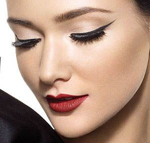 beautiful winged eyeliner and red lips
