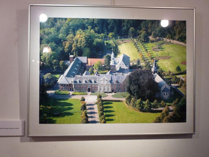 Luchtfoto van de abdij van Postel.