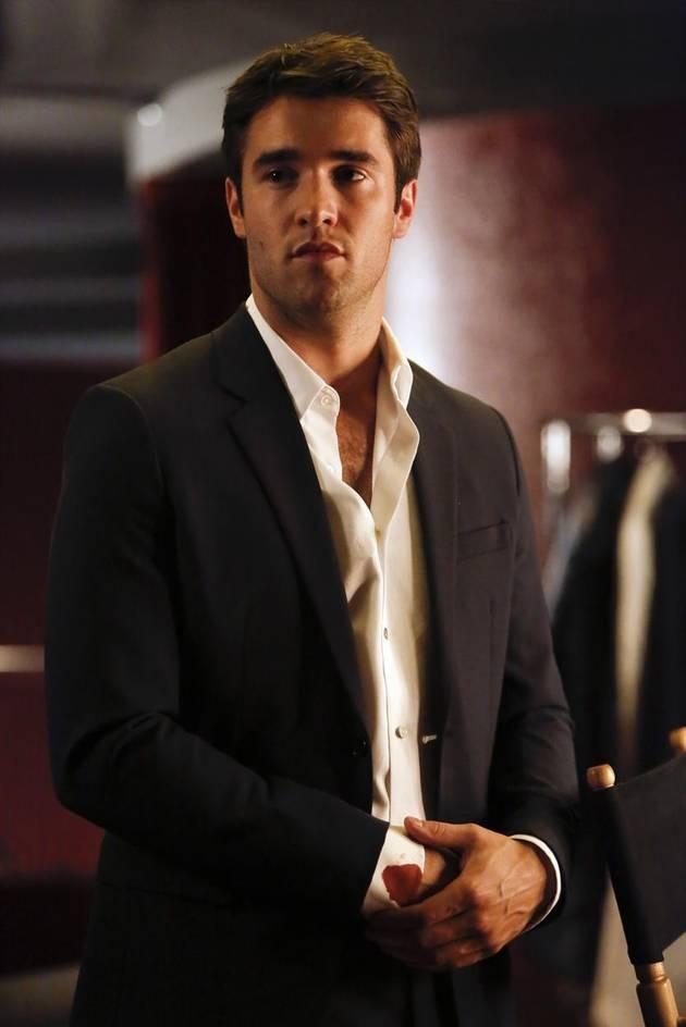 Daniel Has Blood on His Sleeve in Revenge Season 2 Finale
