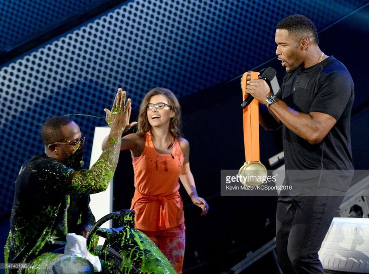NFL player Von Miller, actress Madisyn Shipman, and TV... News Photo | Getty Images