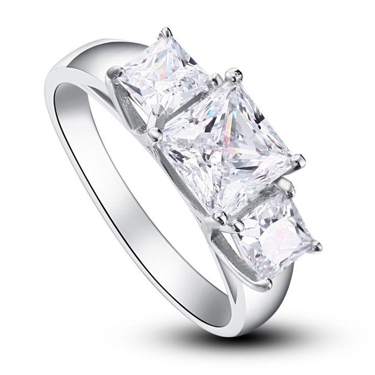 Inel Princess Simulated Diamond Argint 925 http://www.borealy.ro/bijuterii/inele/pietre-pretioase-safir-rubin-topaz-ametist/inel-princess-simulated-diamond-argint-925.html