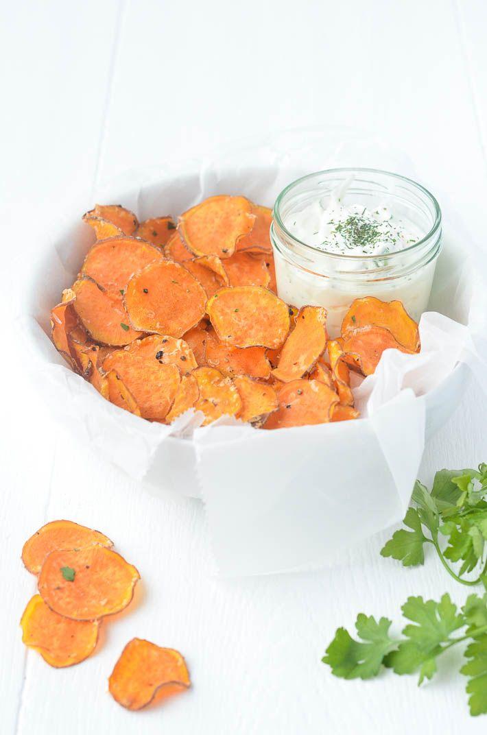 Zoete aardappelchips met parmezaan