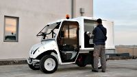 The box of these mini electric commercial vehicles is not at all small (180x126x123 cm): the internal volume is 2.8 cubic metres.