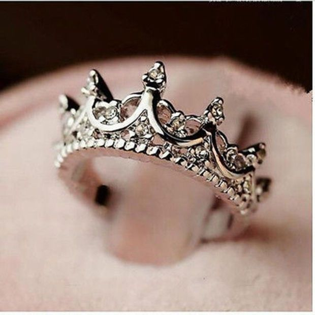Surprise your special lady or treat yourself with this shiny Princess Crown Ring. Diameter: #5 (1.5 cm / 0.59 inches). #6 (1.6 cm / 0.63 inches). #7 (1.7 cm / 0