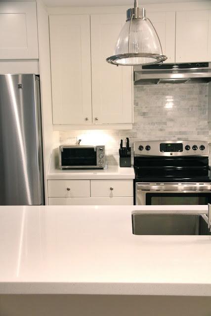 Ikea adel quartz counters marble backsplash cuisines et for Cuisine ikea adel bouleau