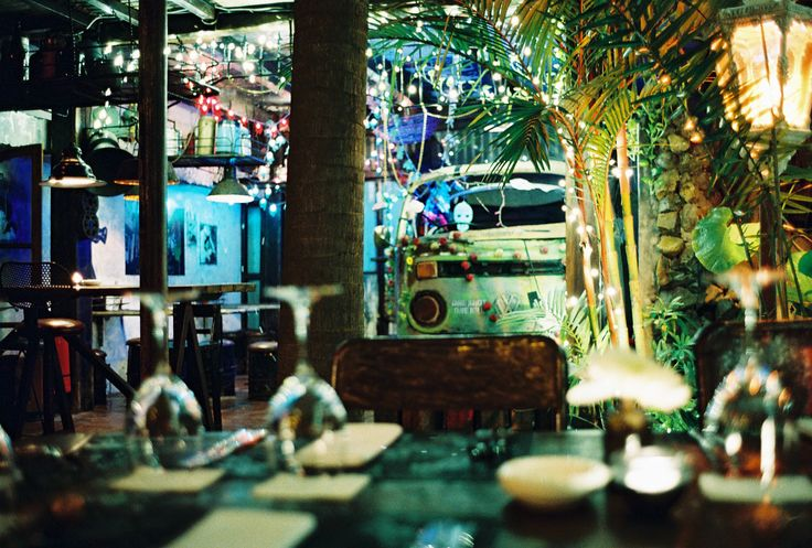 #bali #restaurant #balirestaurant #bar #balibar #lunch #dinner #vintage #antique #deco #lafavela #lafavelabali
