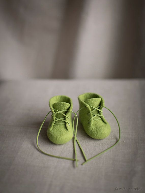 Baby shoes | Newborn booties | Fresh green shoes for small children | Natural wool booties by VART | Vaida Petreikis