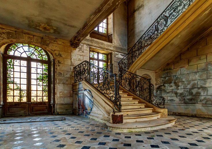 https://flic.kr/p/re8Juf | L'escalier #1 | Château des Singes, Urbex
