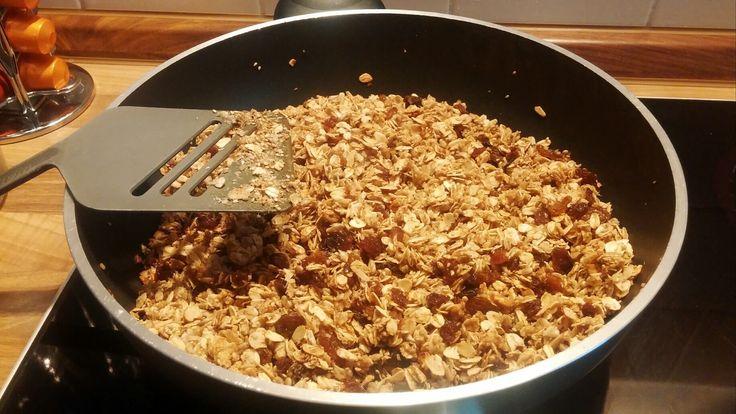 Knuspermüsli lecker und gesund! Finde hier ein Rezept für Crunchy Müsli zum selber machen ohne Zucker und vegan!
