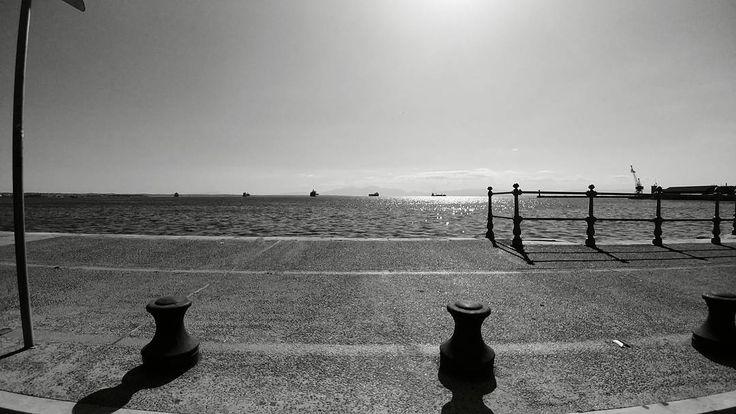 #blackandwhite #thessaloniki #portofthessaloniki #sea #limani #gregfrag #containerships #sun #instago #instathessaloniki #instathess #lgg6photography