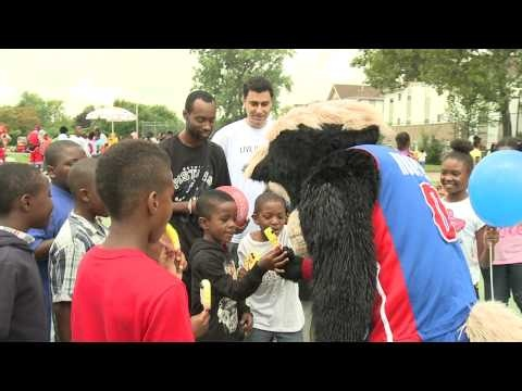 Chrysler Group LLC and the United Way team up to help end childhood hunger with a neighborhood block party event.