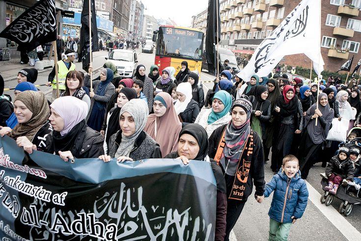 Det radikala islamistiska partiet Hizb ut-Tahrir expanderar i Sverige. Med ny Facebooksida hoppas rörelsen locka in fler svenskar under kalifatets svarta fana. Inför det svenska valet uppmanade partiet till bojkott.