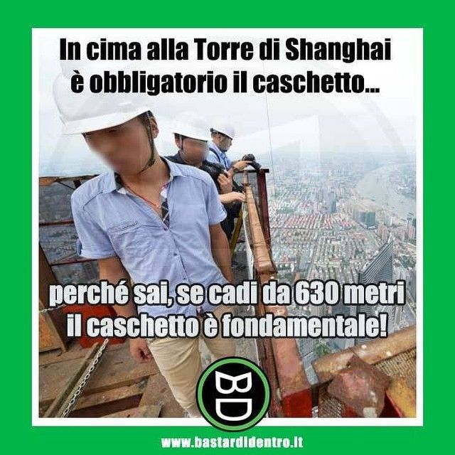 Visitatori in cima alla Shanghai Tower con l'obbligo dispositivo di #sicurezza . #bastardidentro #cina #shanghai… www.bastardidentro.it