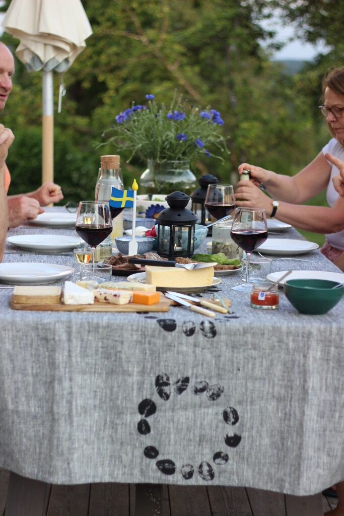 Tablesetting at midsummers day with Ancher Designs linnencloth Stonestream