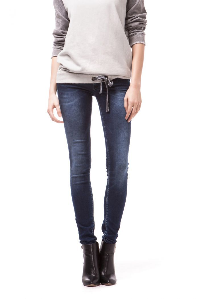 Sophie New 5-pocket ultra skinny jeans with high performing super stretch denims with 100% elasticity used to withstand the most aggressive and vintage washes. Design of the fit and position of the pockets are part of a continuous search for the perfect back view