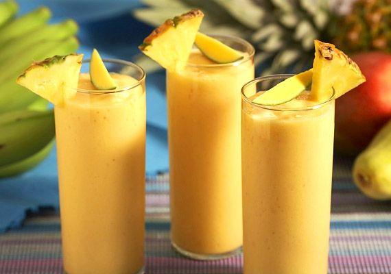 Egy csésze zsírszegény tejhez adj egy csésze ananászt és egy marék jégkockát. Tedd a hozzávalókat a turmixgépbe, majd turmixold egy percen át. Ha kész, díszítsd mentalevéllel. Próbáld ki az ananászdiétát!