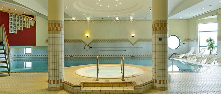 Schwimmbad / Pool   H4 Hotel Hannover Messe
