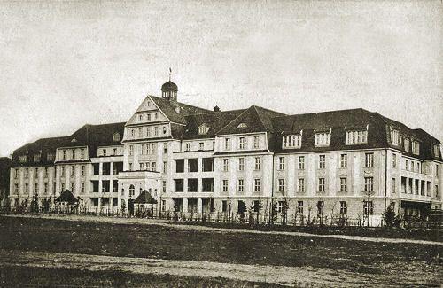Storchenhaus_-_szpital_polozniczy_przy_Schellmuhler_Weg_28ul__Klinicznej29_.jpg (500×325)