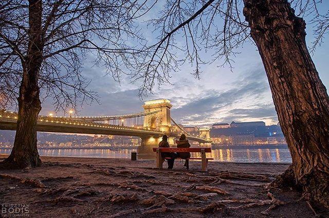 ❤️🎅🏿⛄️⛸ #wintertime #budapesthungary #december #chainbridge 📷 Krisztian Bodis