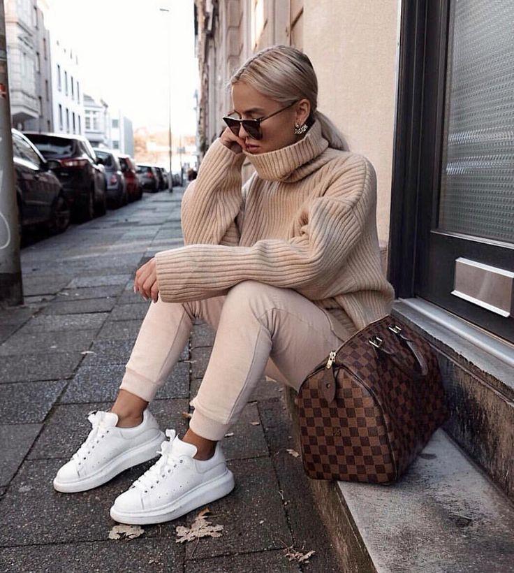 "Louis Vuitton No.1 Fan Page su Instagram: ""Lovely outfit via @donnaromina #louisvuitton #louisvuittoninternational #speedy30 #louisvuittonspeedy"