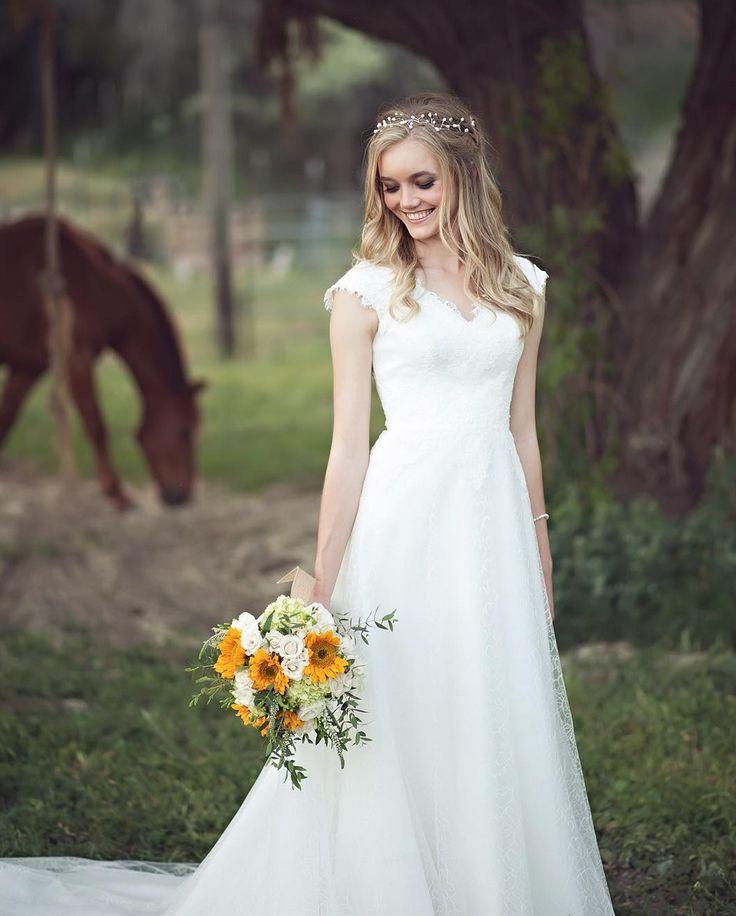 Simple Outdoor Wedding Ideas: 1000+ Ideas About Outdoor Wedding Dress On Pinterest