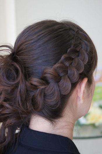 me encanta este #peinado con #trenza!!! para la proxima #boda :-)