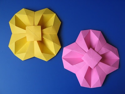 Fiore geometrico - Geometric Flower. Origami: from one uncut square of copy paper, 21 x 21 cm. Designed and folded by Francesco Guarnieri, April 2011. http://guarnieri-origami.blogspot.it/2013/01/fiore-geometrico.html