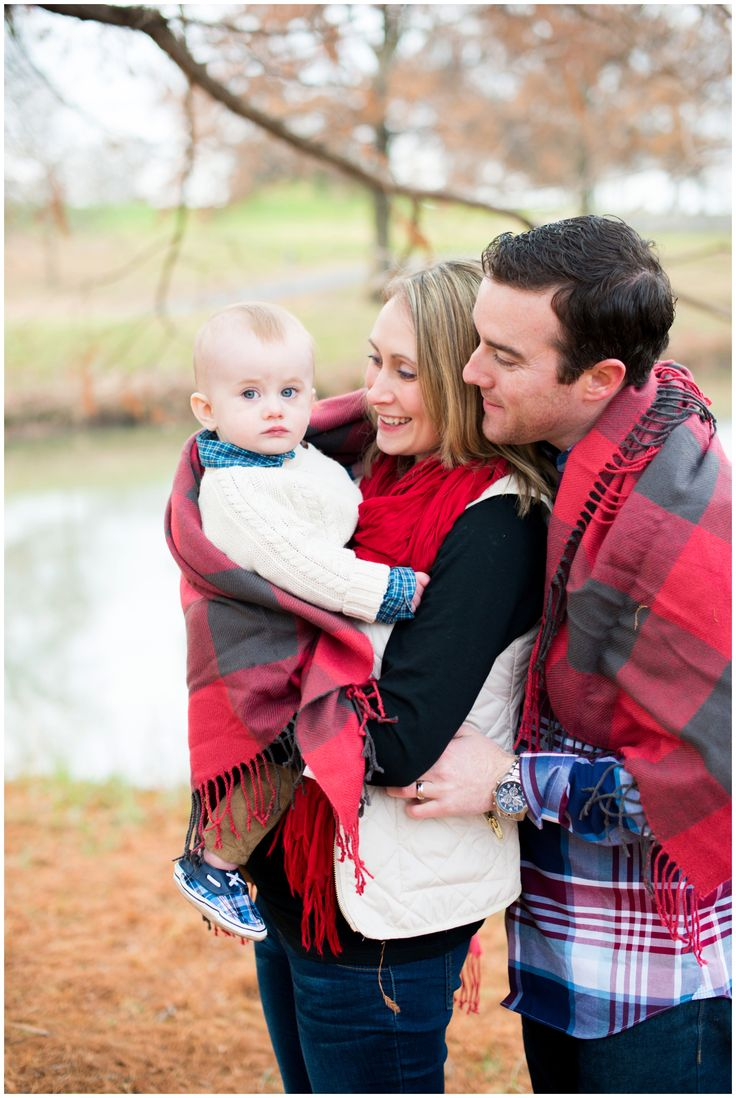 coordinating your plaid outfits, cream vest with red scarf, kakki and plaid, winter family session ideas, how to pose in a family session, ankle boots outfit, best way to coordinate outfits without matching, red and navy family picture inspiration