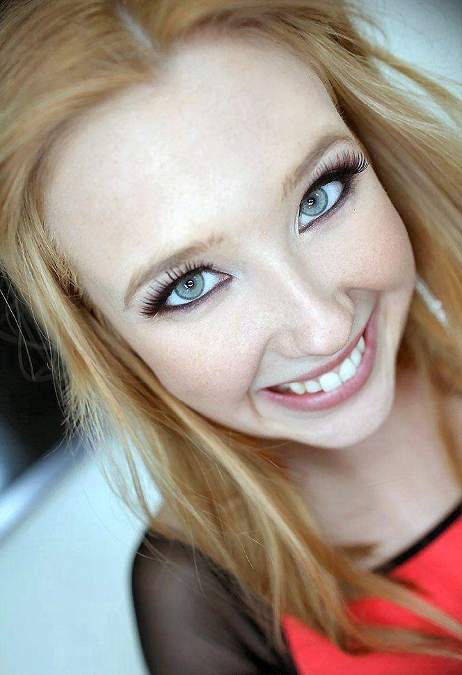 Blonde Schlampen Samantha Rone gefickt auf POV Kamera