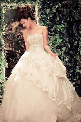 Aライン・プリンセスドレスに似合うポンパドールの髪型参考♡